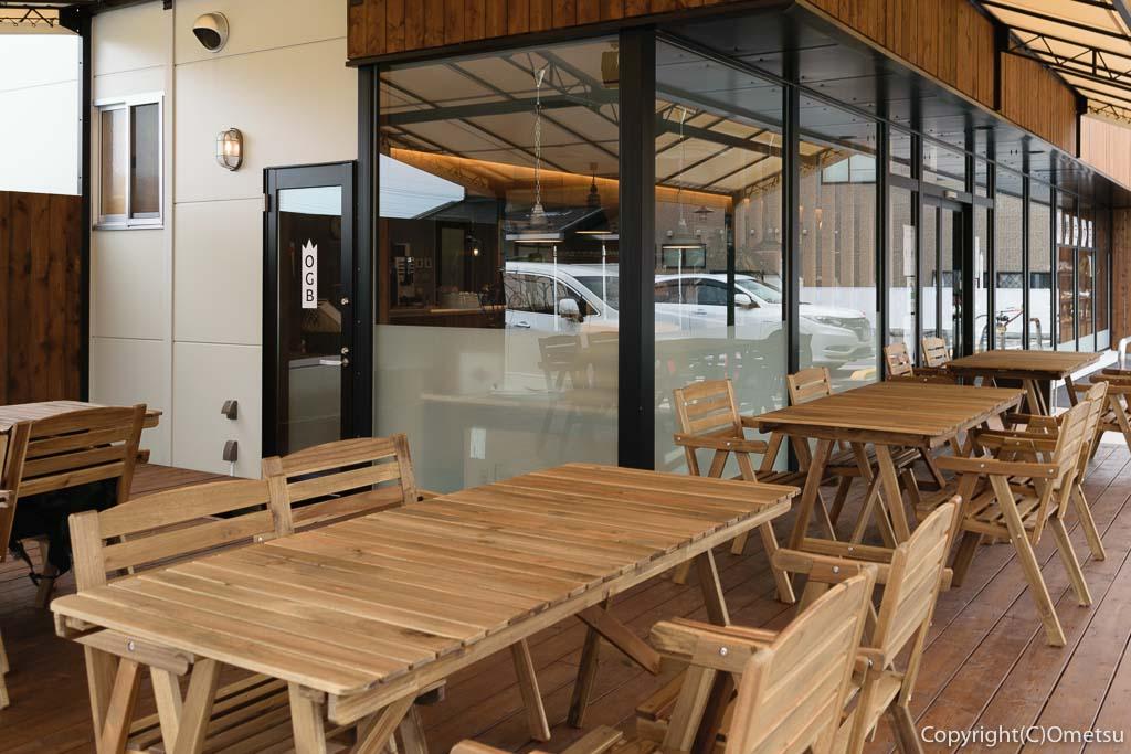 羽村市のパン店・オープンゲートベーカリー(OPEN GATE BAKERY)のテラス席