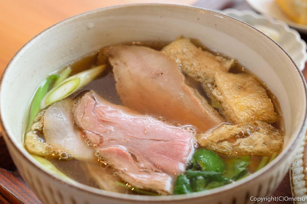 羽村市「手打ちうどん さかもと」の肉汁うどんの汁