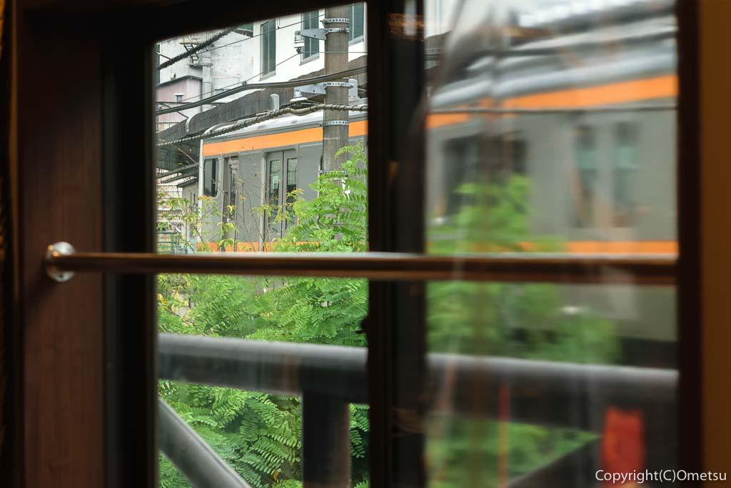 JR青梅線・奥多摩駅・ポートおくたま、Gotta Coffee(ガタコーヒー)からの、青梅線列車