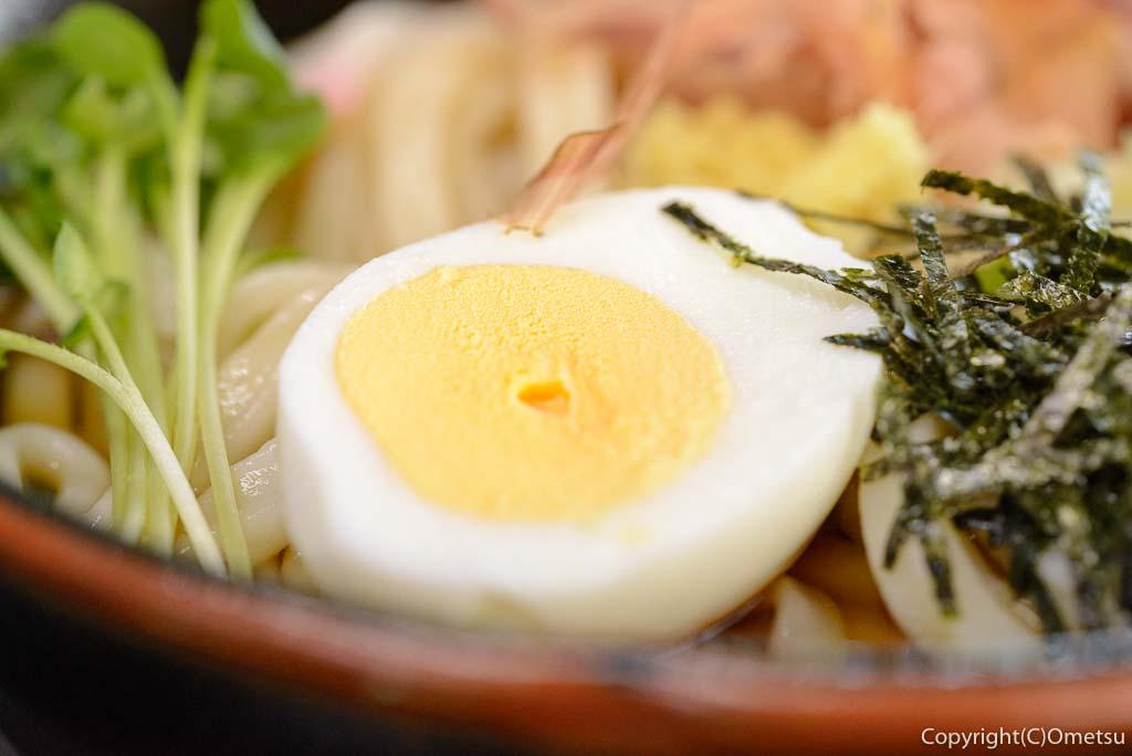 青梅市「手打ちうどん さぬき」の、ぶっかけうどん の卵