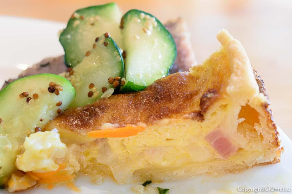 小作駅東口の、杜Cafe・無垢damonte(モリカフェ・ムク ダモンテ)の前菜の、キッシュ
