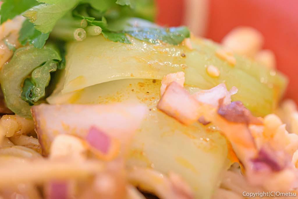 羽村市の、まぜそば・カレー専門店、「チリン☆ドロン」の魯肉(ルーロー)まぜそば チンゲンサイ